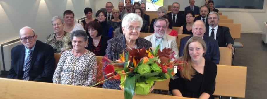 Jeannette et son bouquet de fleurs